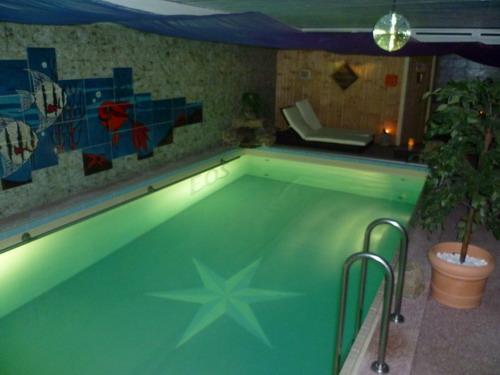 aqua romantica ein schwimmbad mit sauna zum mieten in. Black Bedroom Furniture Sets. Home Design Ideas